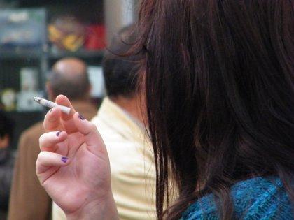 El 31,5% de los trabajadores fuma, especialmente los hombres