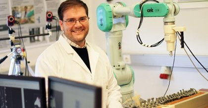 Desarrollan un robot cooperativo para operar la columna
