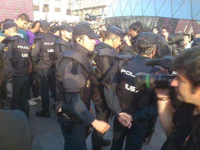 Polícias identifican a manifestantes