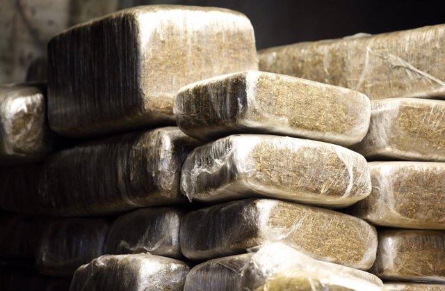 Fardos de marihuana confiscada