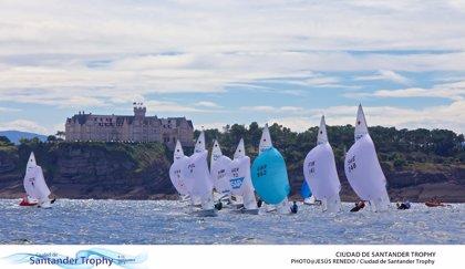 Regatistas de una veintena de países preparan ya en la Bahía su participación en el Mundial de Vela