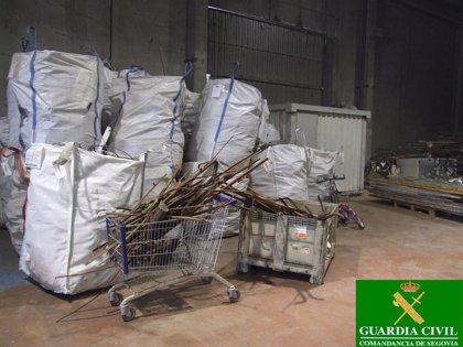 Tres denetidos por tras robar cinco toneladas de material agrícola