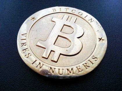 España mantiene conversaciones a nivel europeo para regular las 'bitcoin' como servicio de pago