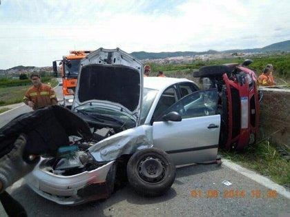 Fallece una joven tras chocar su coche contra un muro de hormigón en Riba-roja del Túria