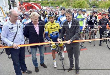CANTABRIA.-Santander.- Cerca de 1.000 aficionados acompañan a Contador en la Marcha Cicloturista
