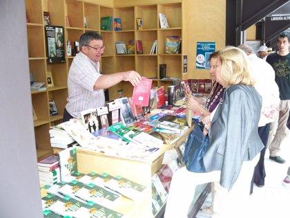 """Sevilla.- Cultura.- La Feria del Libro 2014 aumenta un cinco por ciento las ventas y apuesta por """"seguir creciendo"""""""