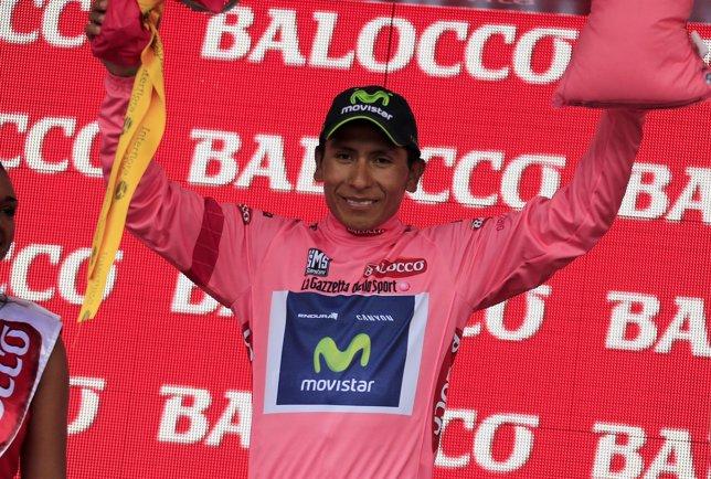 Nairo Quintana en el Giro de Italia celebra el liderato