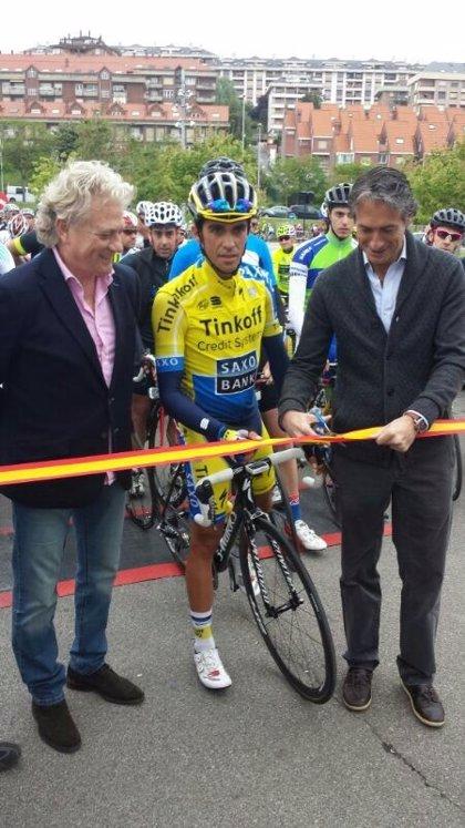 Un millar de ciclistas acompañan a Alberto Contador en su marcha solidaria