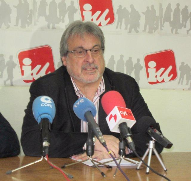 El coordinador general de IU CyL, José María González