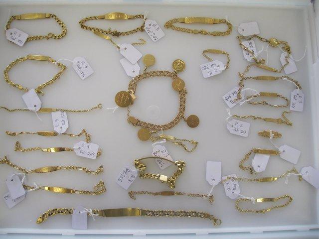 Parte de las joyas expuestas por la Policía en Zapadores