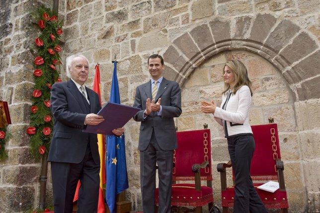 Los Príncipes Entregaron El Premio A Agustín González García De Acilu