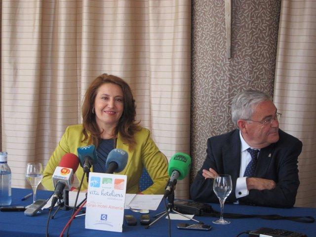 La delegada del Gobierno en Andalucía y el subdelegado de Gobierno en Almería