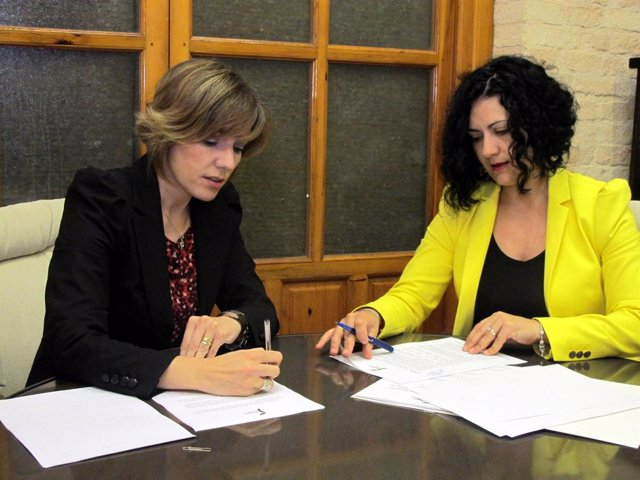 Firma de convenio de eficiencia energética entre Diputación y Valdepeñas de Jaén