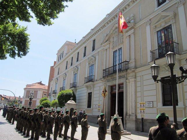Izado solemne de bandera en el Palacio Real de Valladolid