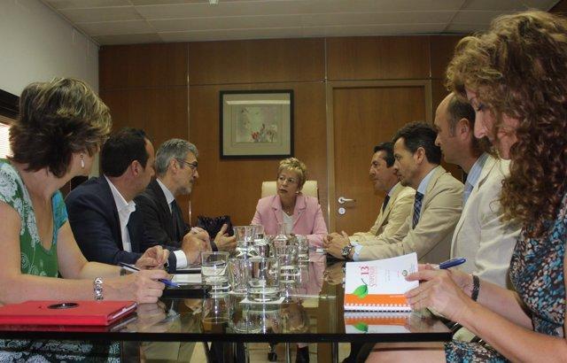Reunión de Agricultura con ingenieros técnicos.