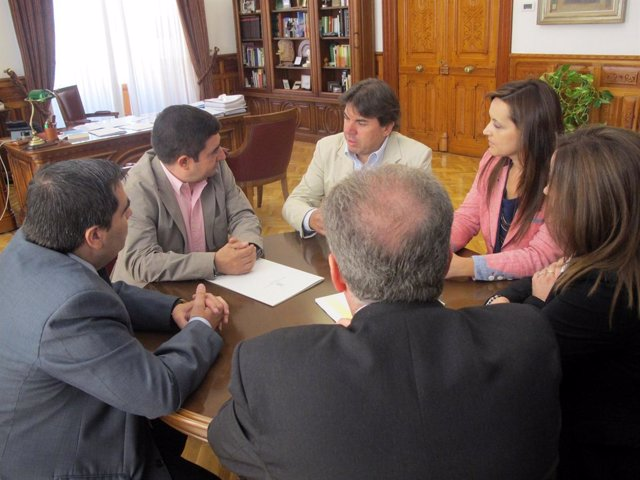 Reunión de Francisco Reyes con la directiva del Jaén Fútbol Sala