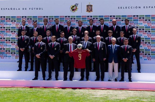 Mariano Rajoy despidió a la selección española antes de partir a Brasil