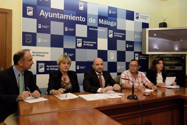 Concejal movilidad y promoción empresarial Raúl López Ana Navarro Akima tarjeta