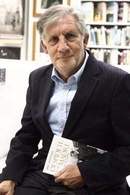 Abel Hérnandez, Periodista Y Escritor