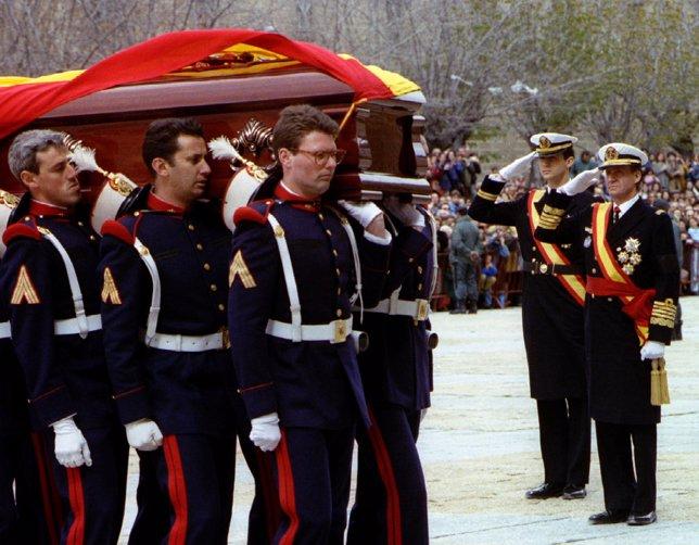 Juan Carlos I durante el entierro de su padre