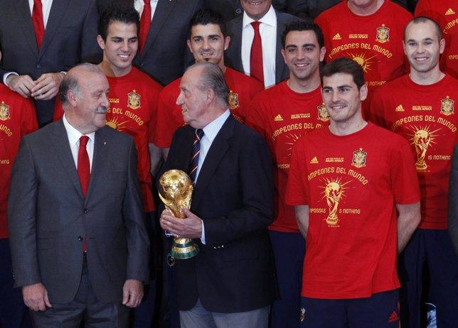El Rey con los campeones del Mundial 2010
