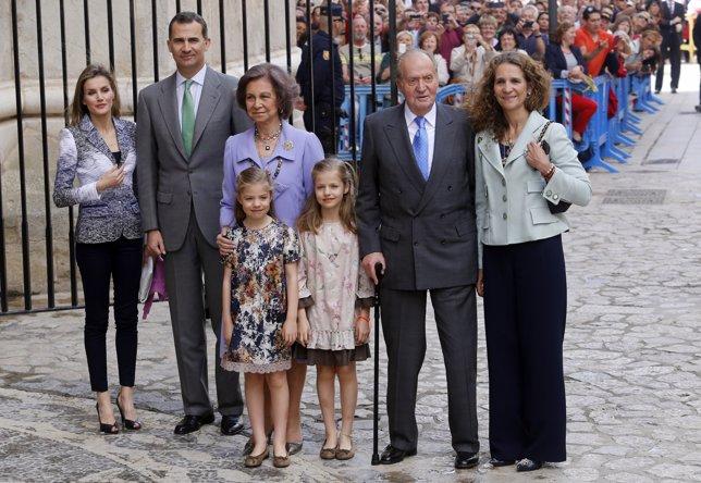 Parte de la familia real en la pascua de 2014