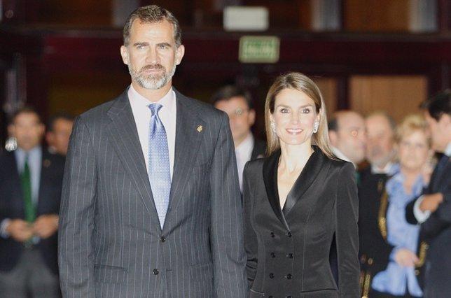 Los Príncipes de Asturias elegantes en el concierto Premios Principe de Asturias