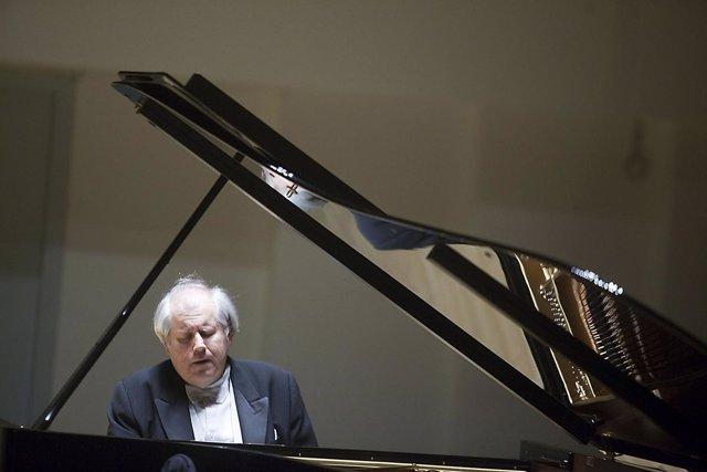 Sokolov cierra con un recital en el Palau su gira española dedicada a Chopin