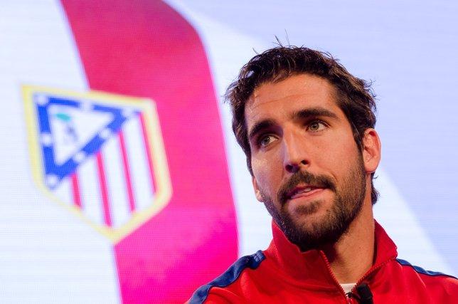 Raúl García en la presentación nueva camiseta Atlético de Madrid