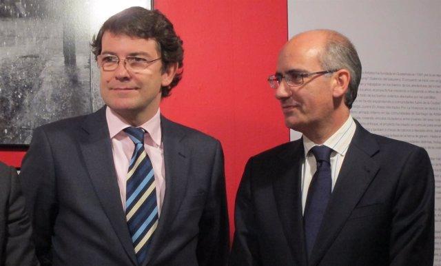 El presidente de la Diputación (d) junto al alcalde, Alfonso Fernández Mañueco