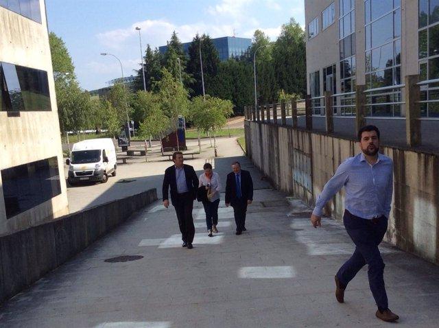 Los ediles del PPdeG de Santiago llegan a la sede autonómica