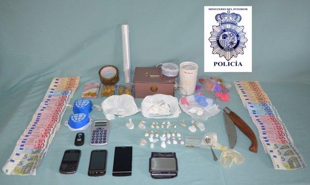 Foto con el material intervenido cedida por la Policía Nacional