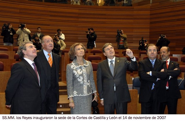 El Rey Juan Carlos I inauguró en 2007 la sede de las Cortes de Castilla y León