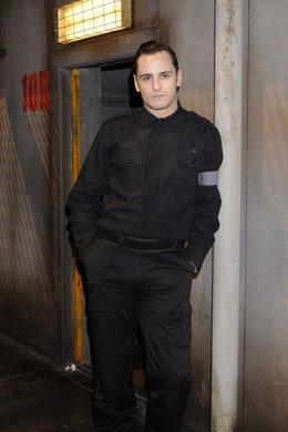 El Actor Asiert Etxeandía Caracterizado Para Su Papel En 'La Fuga'