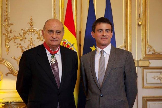 Fernández Díaz recibe la Legión de Honor en Francia