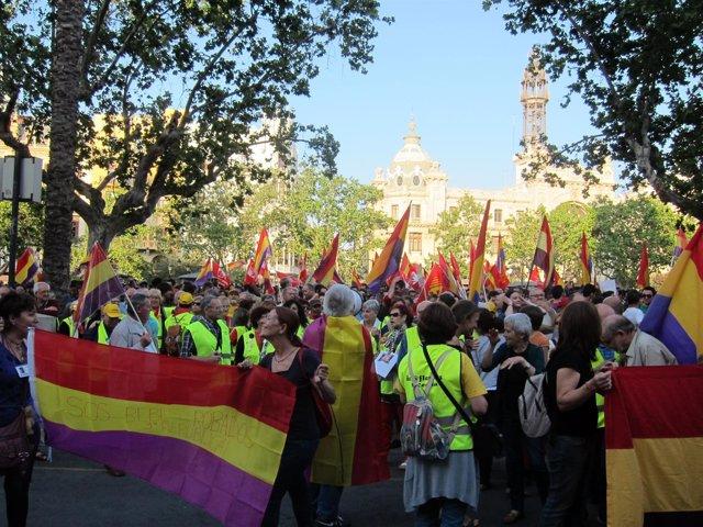 Concentración para exigir la instauración de la Tercera República