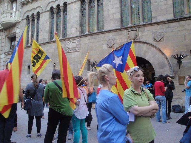 Concentración en Lleida a favor de una consulta sobre la monarquía