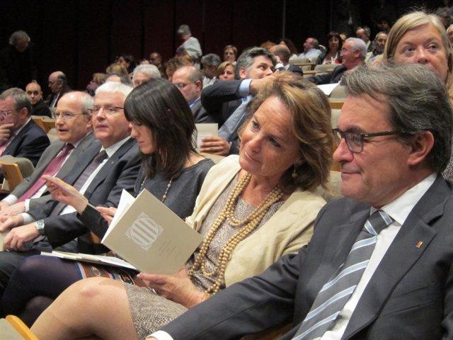 Artur Mas y Helena Rakosnik en los Premis Nacionals
