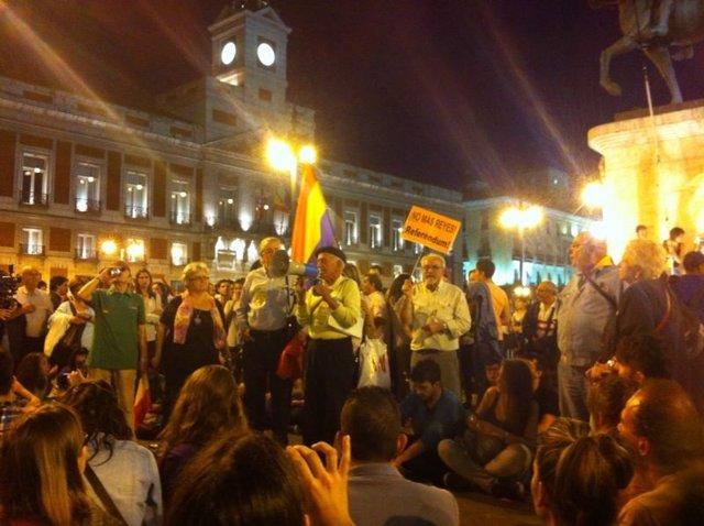 Momento de la asamblea en la Puerta del Sol