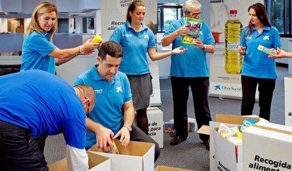 'la Caixa' moviliza a sus clientes y a sus cerca de 370 empleados en una campaña de recogida de alimentos
