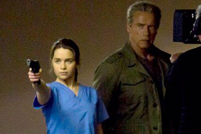 Arnold Schwarzenegger y Emilia Clarke en el set de Terminator