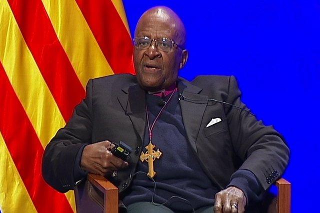 Desmond Tutu, a favor de la consulta catalana