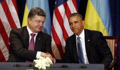 """Obama ve en Poroshenko una """"elección sabia"""" para Ucrania y le promete ayuda militar de EEUU"""