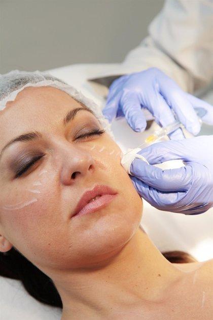El envejecimiento facial debe abordarse a los 40 años para evitar tratamientos agresivos más adelante