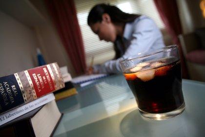 Las bebidas que contienen pequeñas cantidades de cafeína mejoran la concentración durante las horas de estudio