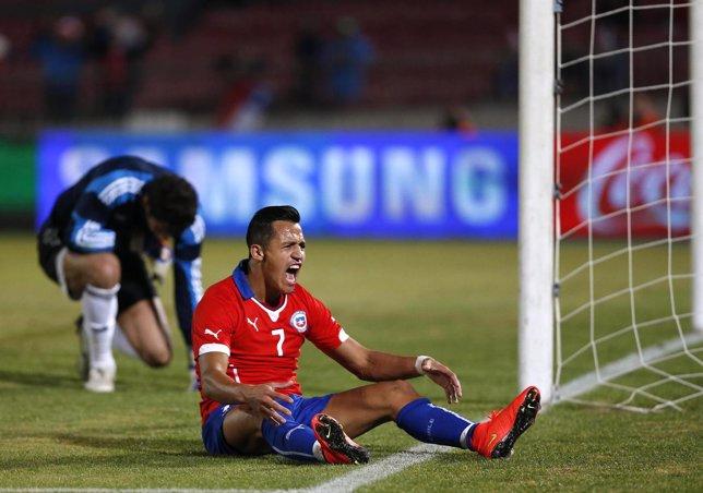Alexis y Vargas salvan a Chile de las dudas ante Egipto
