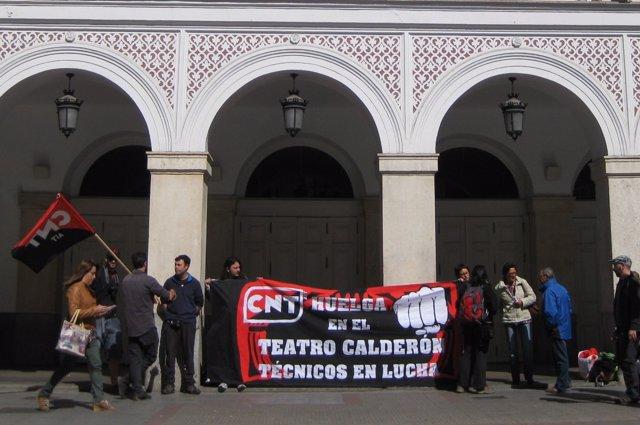 Una de las concentraciones de trabajadores a las puertas del Calderón