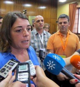 La consejera Elena Cortés y el profesor de la UCO Antonio Manuel Rodríguez