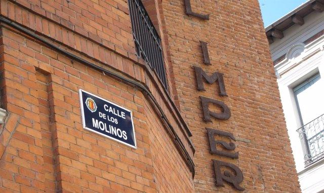 Placa de la calle Los Molinos, antigua José Antonio Primo de Rivera