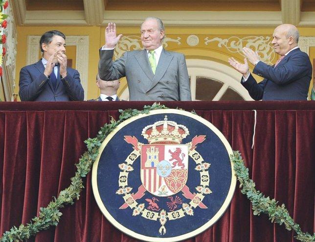 Rey Juan Carlos ovacionado en Las Ventas su última corrida de toros como rey